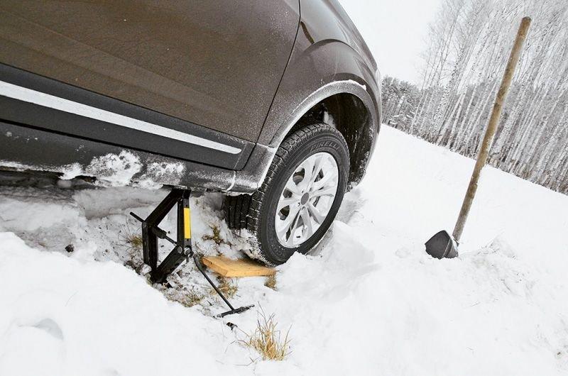 Лучшие способы вытащить автомобиль из грязи или сугроба