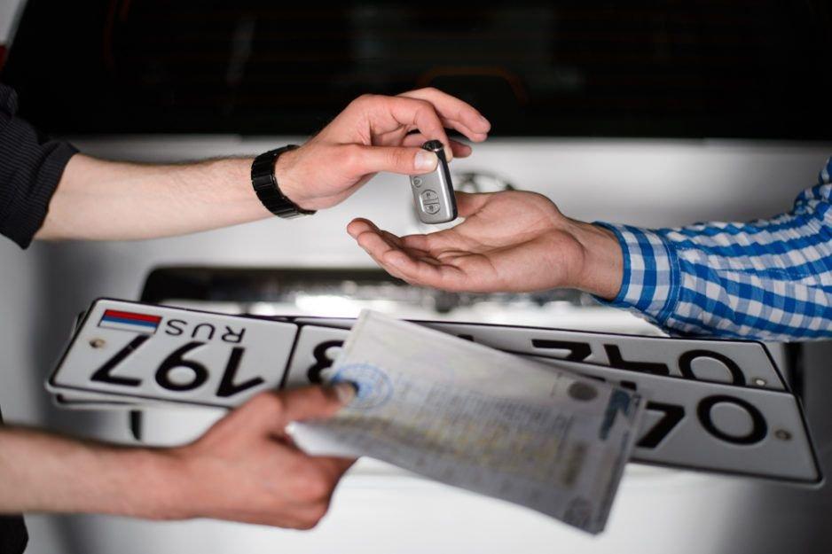 Регистрацию авто прямо в салонах с 1 января утвердили. Но будет ли она?