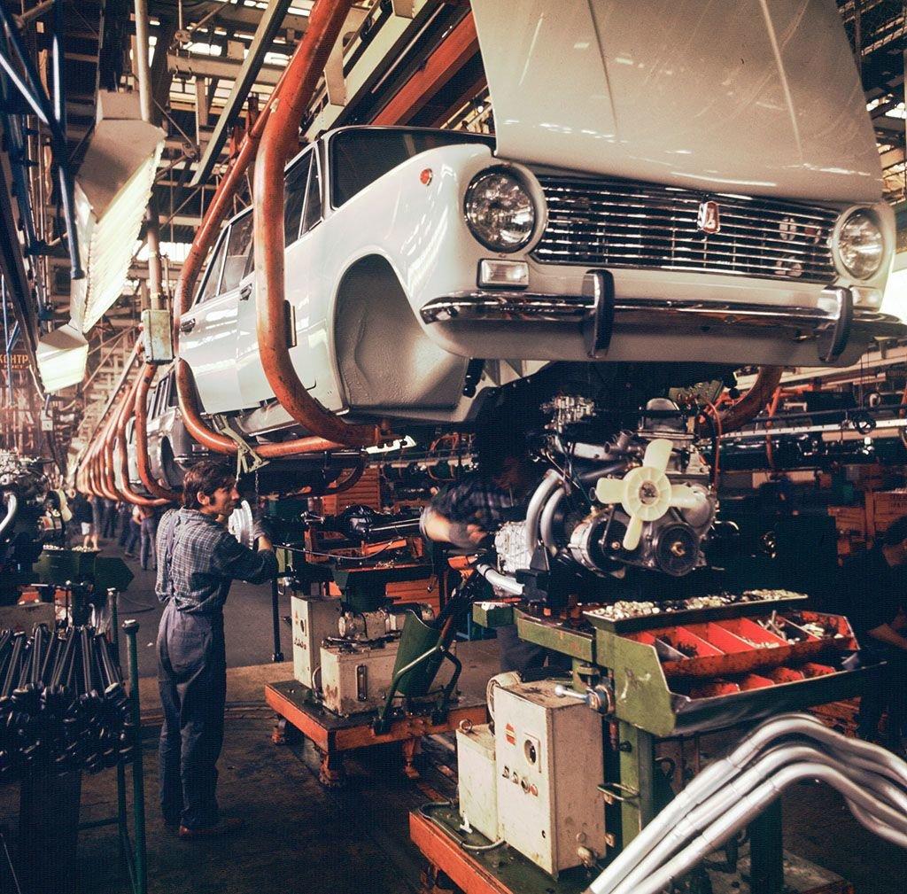 ВАЗ-2101 на конвейере .jpg