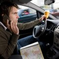 На что отвлекаются автолюбители во время движения?