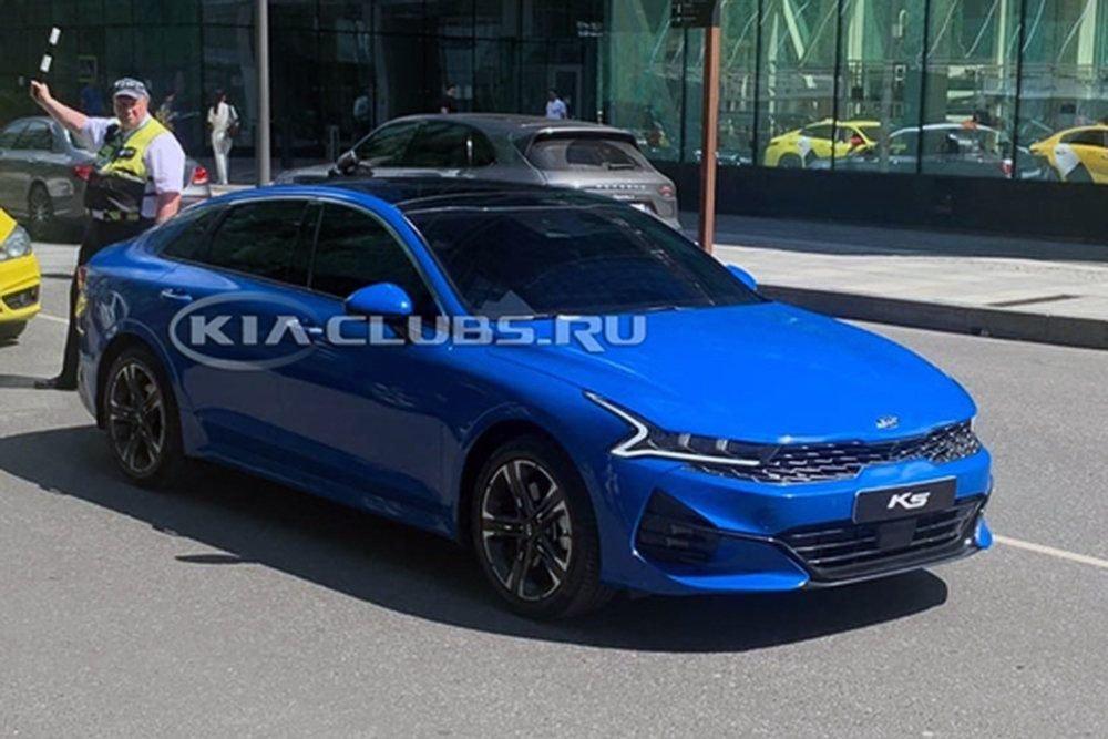 Новый Kia K5 сфотографировали в Москве.