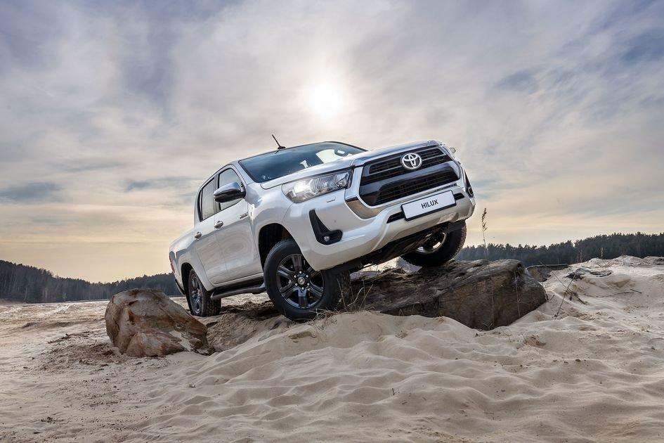 У дилеров появились новые Toyota Hilux и Fortuner