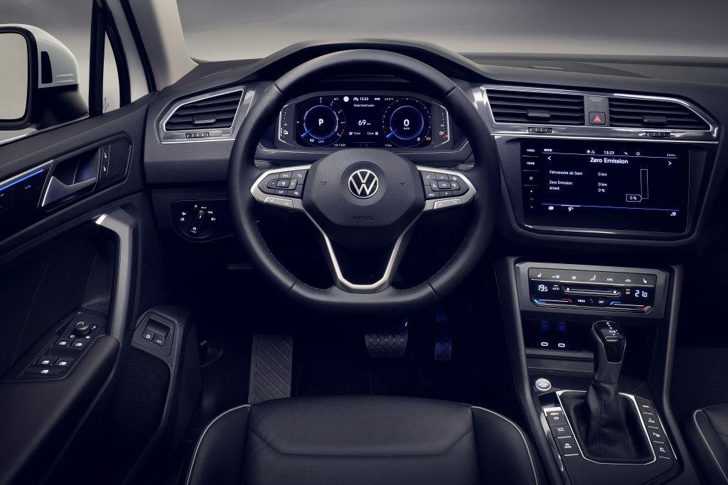 Это всё о нём. Обзор одного из лучших кроссов Volkswagen Tiguan 2020 с новым мотором