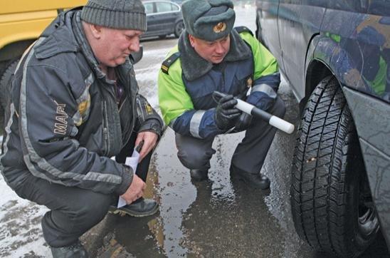 МВД предлагает запретить ездить на летней резине зимо