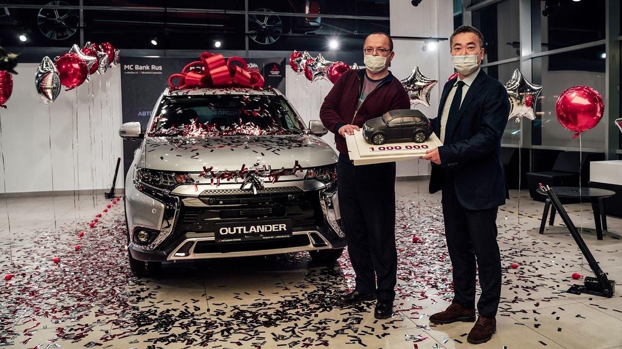 Покупателю из Егорьевска выдан миллионный автомобиль Mitsubishi в России