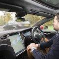Tesla придумала систему, которая заставит водителей пристёгиваться