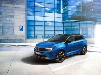 В России официально представили новый компактный кроссовер Opel Grandland