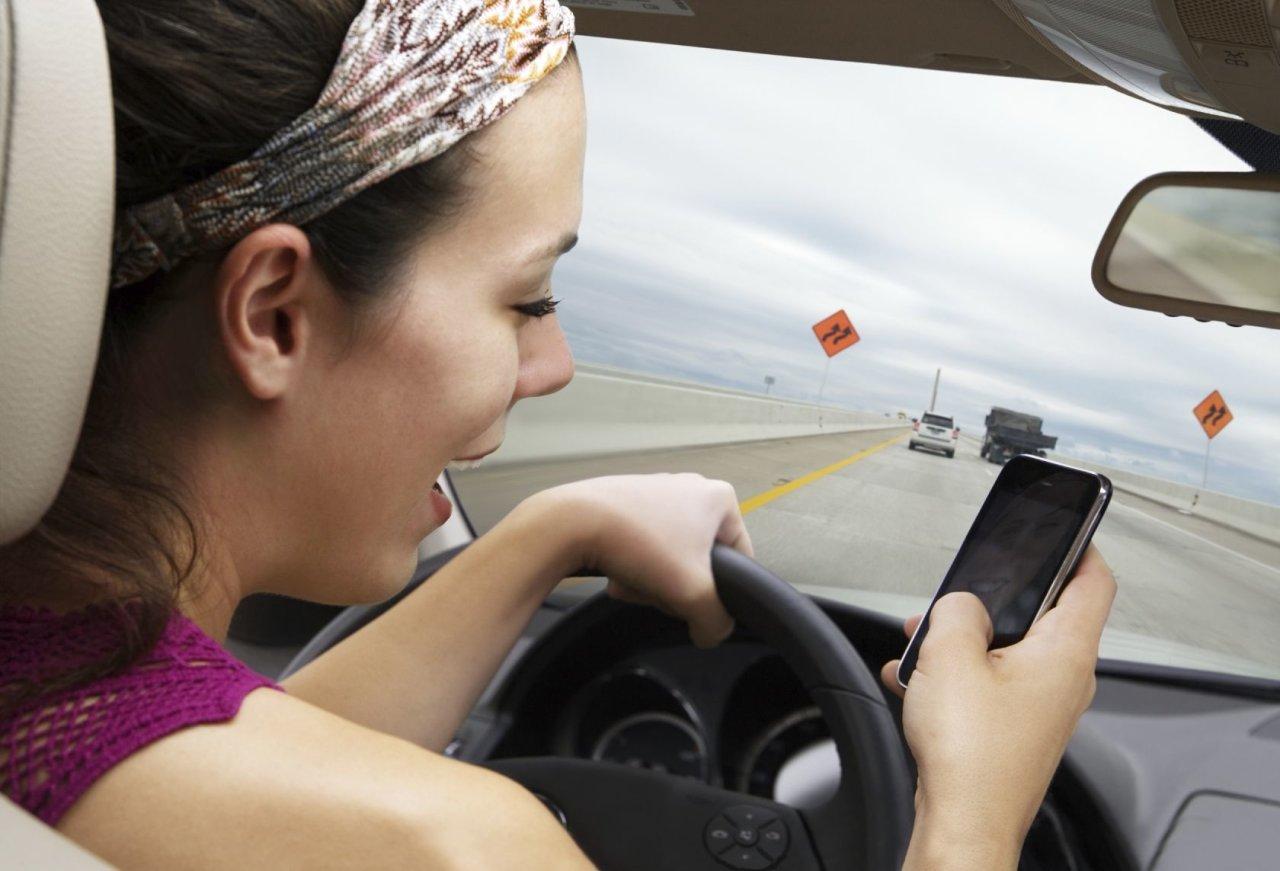 ГИБДД будет фиксировать телефонные разговоры за рулем