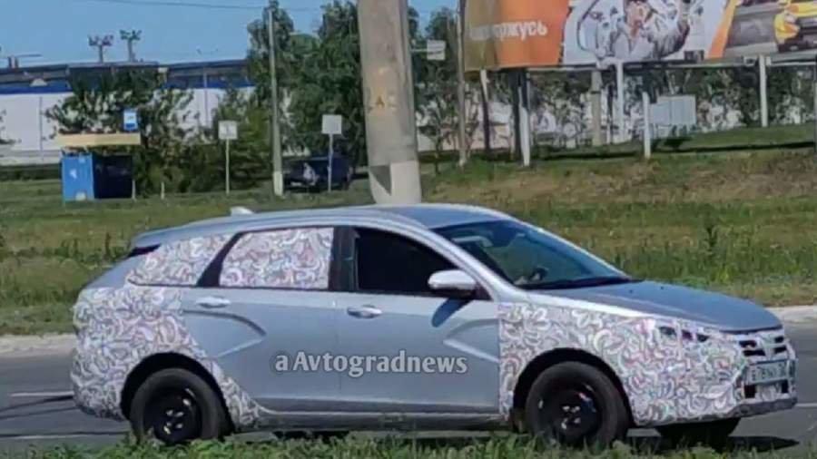 В Сети появились фото новой Lada Vesta в базовой комплектации