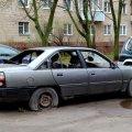 Что делать, если у вас во дворе простаивает брошенная машина?