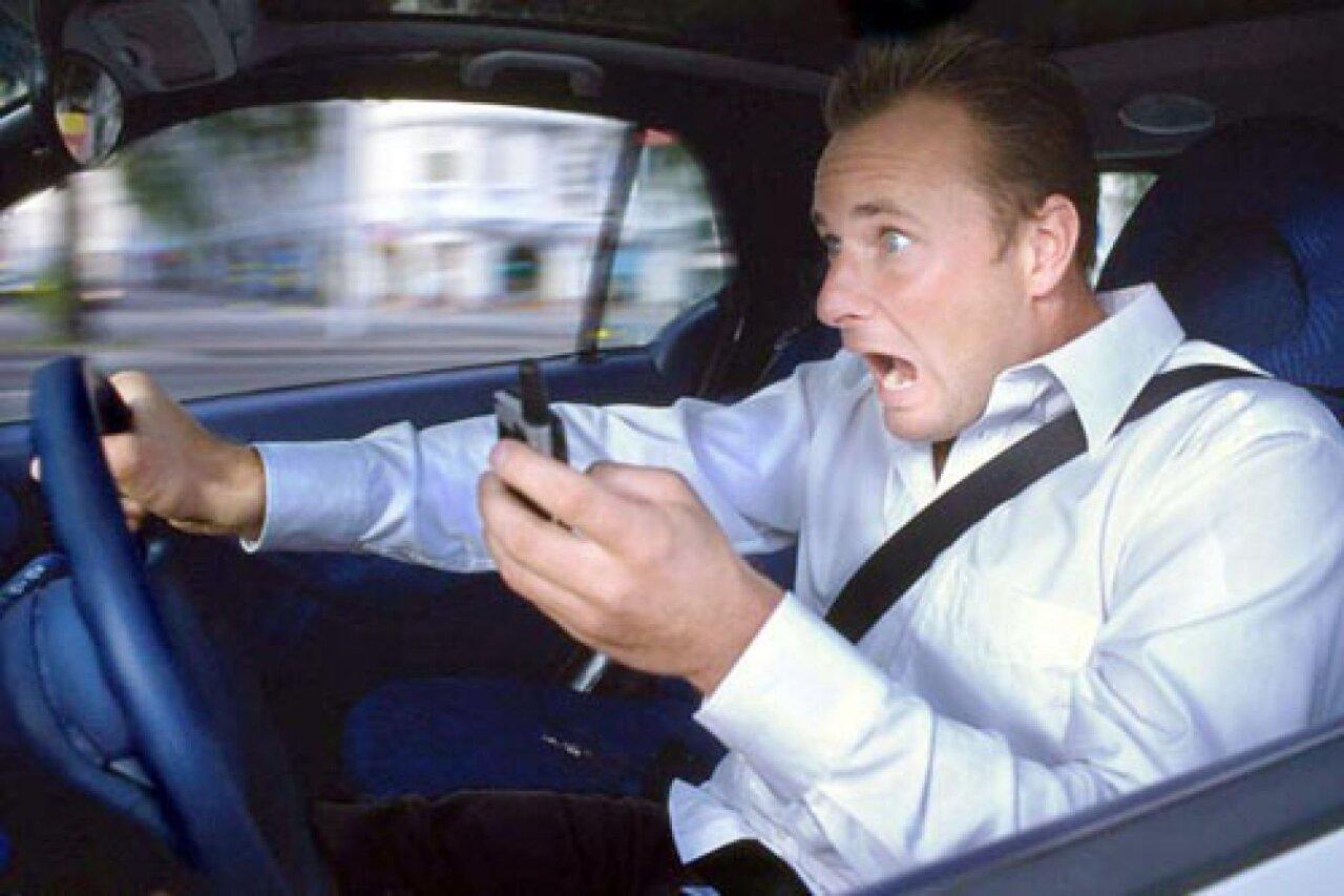 Пользование телефоном за рулем обойдется в 10 тыс. руб.?