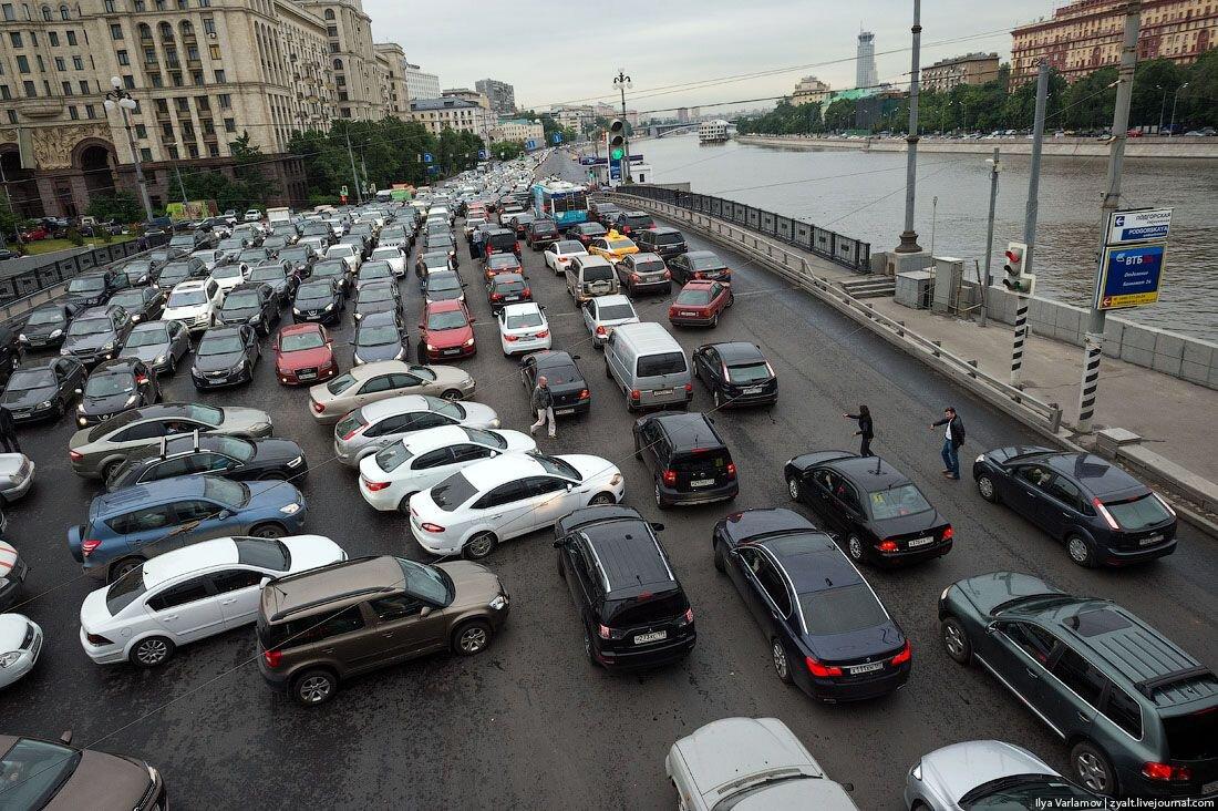 Сколько всего легковых автомобилей в России?